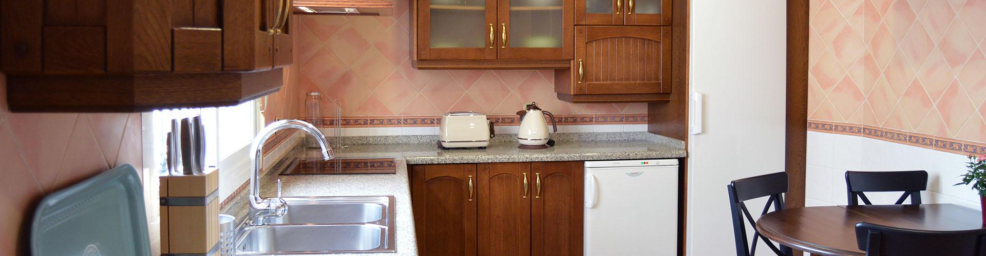 Comodus · Apartamento y Coworking · Cocina